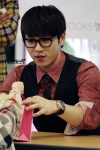 lsh fan signing (121014) 6